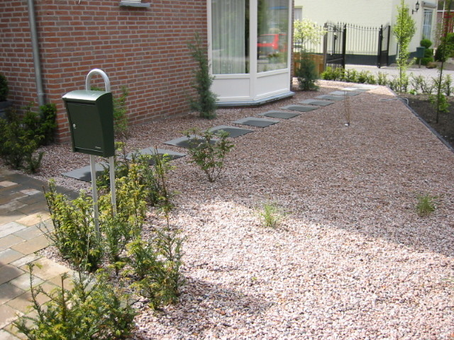 Grind bestelt u eenvoudig online - Aangelegde tuin met kiezelstenen ...